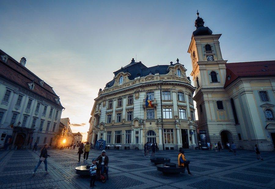 Sibiu Hermannstadt - Großer Ring mit dem Brukenthal Palast, Rathaus und der katholischer Kirche